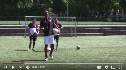 BX Brussels aide les sans-abri et les SDF par le football